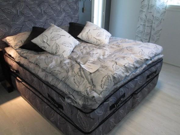 Ja tällainen se 13 tonnin sänky sitten on (kts. hinta myös edellisestä kuvasta).