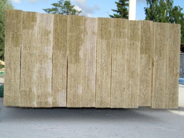 51mm x 300 mm kertopuiden päät. Kertopuut ovat 10 metriä pitkiä ja painavat 110 kg per kappale. Näillä mm. liitetään ulkoseinät ja niiden välissä oleva kantava väliseinä toisiinsa. Ja nämä sitten puolestaan kannattelevat ylimmän kerronksen lattiaa.