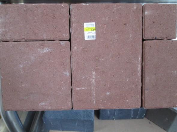 """5-osainen ns. """"roomalaistyylinen"""" kivisarja Tarton K-raudassa, hinta 10,95€ per 24.8.2013 hintatilanne. Nämä kivethän voi latoa käytännössä mihin järjestykseen tahansa, ei tämän järjestyksen ole pakko toistua aina 5 kiven välein, jolloin lopputulos muistuttaa antiikin roomalaisten kivitöitä."""
