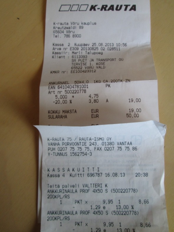 Ankkurina Prof 4x50 yht. 200 kpl per rasia kahdesta eri K-raudasta ostettuna. Täsmälleen sama rasia kummasskin kaupassa. Yläkuvassa kuitti K-Rauta Võrusta, jossa rasian hyllyhinta 4,75 euroa ja josta kauppias antoi 20% alennusta. Maksettavaa jäi 3,80€ per rasia. Ja alempana sama ostos Vantaan K-Rauta 75:stä, jossa hyllyhintana 9,95€ ja josta kauppias antoi 13% alennusta. Maksettavaa jäi 8,66€ per rasia. Võrun K-raudan hinnat on täsmälleen samat Tartossa myöskin, mutta en tiedä olisinko saanut sieltä mitään alennusta. Tallinnan hintataso on selvästi muuta Viroa korkeampi.