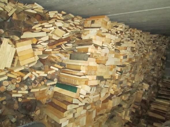 Polttopuuta on kertynyt kellarin varastoon tähän mennessä noin 4 kuutiota.