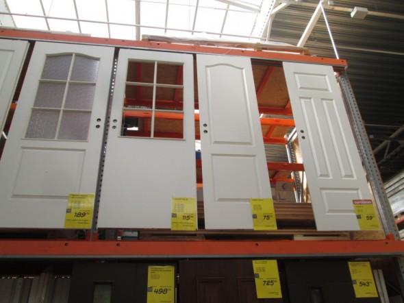 Sisäovimallit Tarton Bauhoffissa. Valitsimme oikean puoleisen, jonka kpl-hinta (ovilehti) 59€/kpl ja oven karmit 21,79€/kpl.