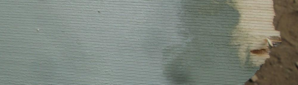 Päällä varsinainen väri, keskellä pohjaväri ja alinna maalaamatonta pintaa.