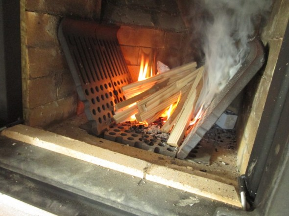 Veto on hyvä. Vähän pidetty tulta joka päivä, että kuivuisi paremmin.