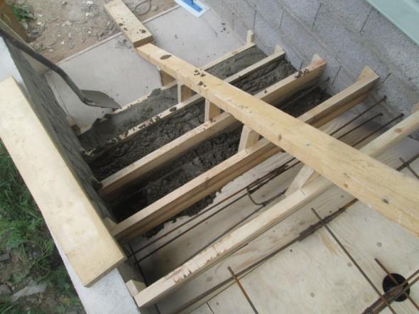Ensimmäisiin askelmiin kipattu betonia.