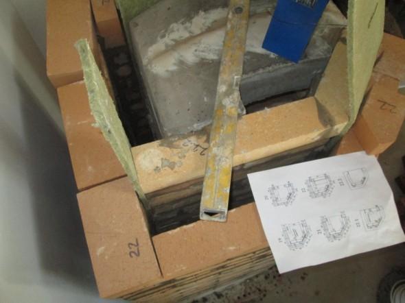 Leivinuunin sisäkatto paikoillaan. Aika raskas betonimöhkäle kyseessä.
