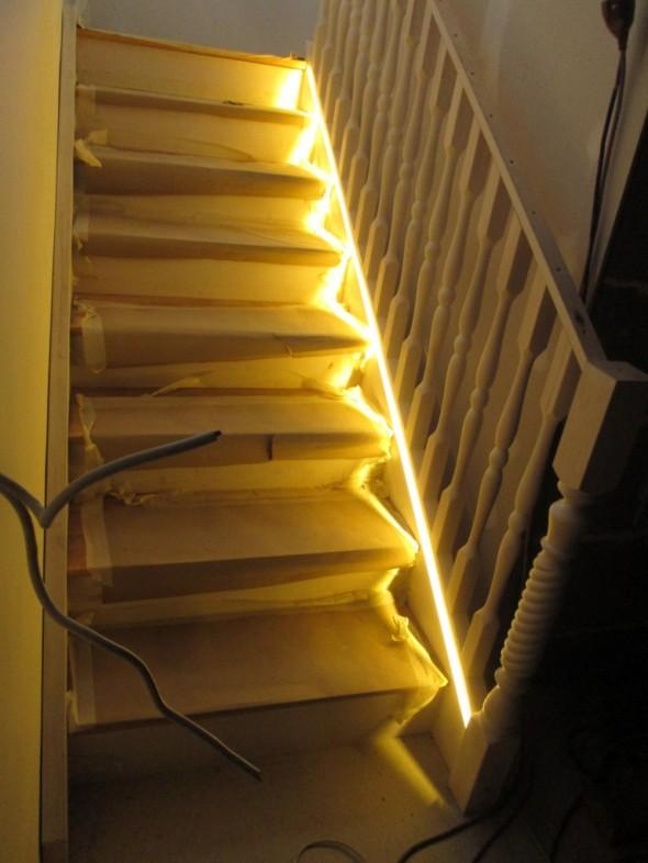 Tältä se sitten näyttää alhaalta katsottuna. LED on himmennettävää mallia, ja ehkä se voisi vähän himmeämpi ollakin? Eli ei tarvitsisi olla ihan näin kirkkaalla koko aikaa. Tunnelmaa luova valo tämä kuitenkin on, eikä työvalo.