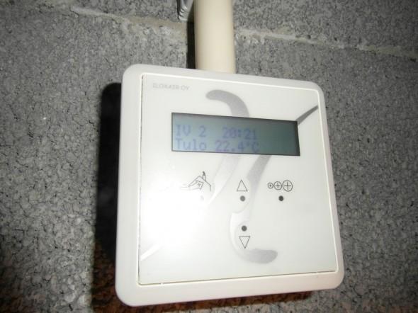 Iloxair 199 ohjauspaneeli. Tuloilman lämpötila huonetiloihin +22,4C.