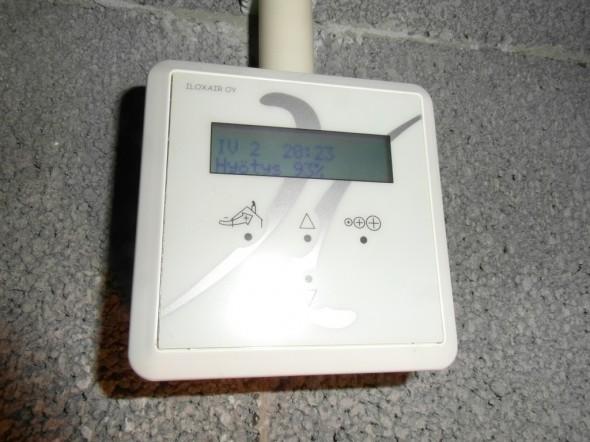 Edellä olevista ilmavirtauksista kone laskee hyötysuhteeksi 93% eli aika hyvin lämpö siirtyy sisään vedettävästä ilmasta ulos puhallettavaan ilmaan.