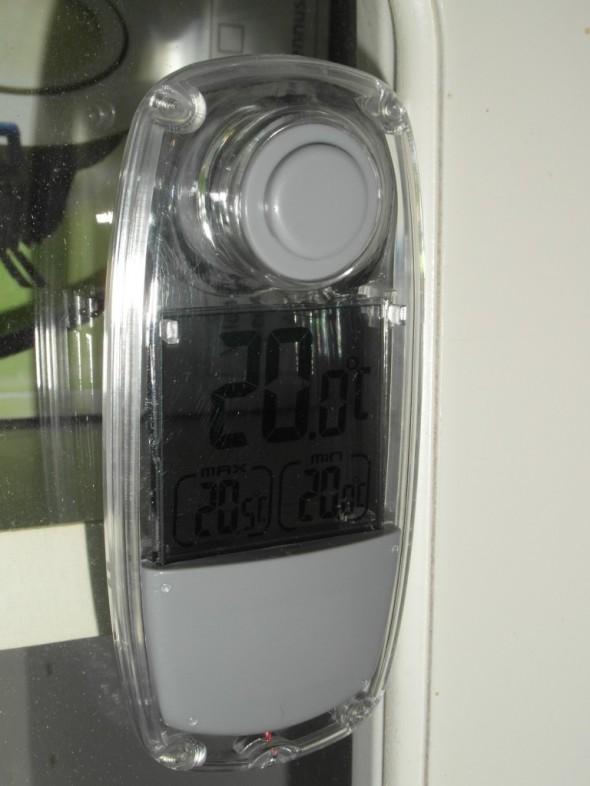 Kellarin puuvarasto. Myös tasainen lämpö - vuorokausiheitto vain puoli astetta.