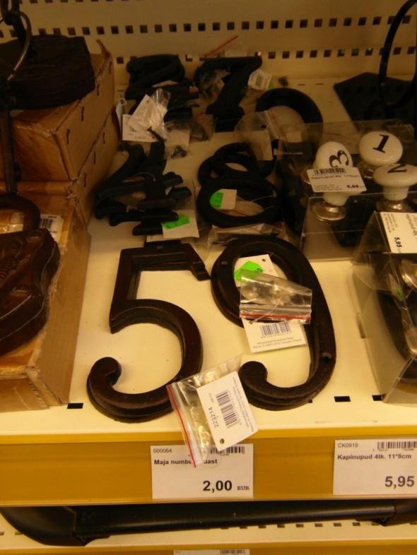 Talonumerot raudasta 2,00 euroa kpl. Lisäksi muitakin takorautatuotteita Võrun Magaziini -kaupassa, osoite Räpinamaantee 15 (paloasemaa vastapäätä).