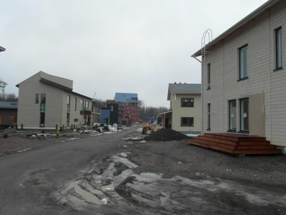 Tiikerinsilmä -katua. Vasemmalla Valkoisen tiikerin -blogistga oleva talo, ja oikealla Muurametalo.