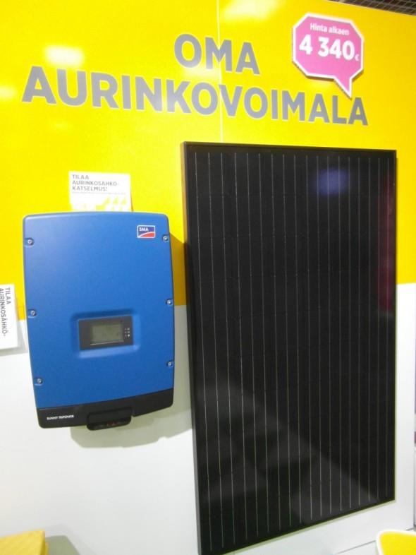 Aurinkosähkön aloituspaketti Helsingin  Energian eli Helenin ständillä.