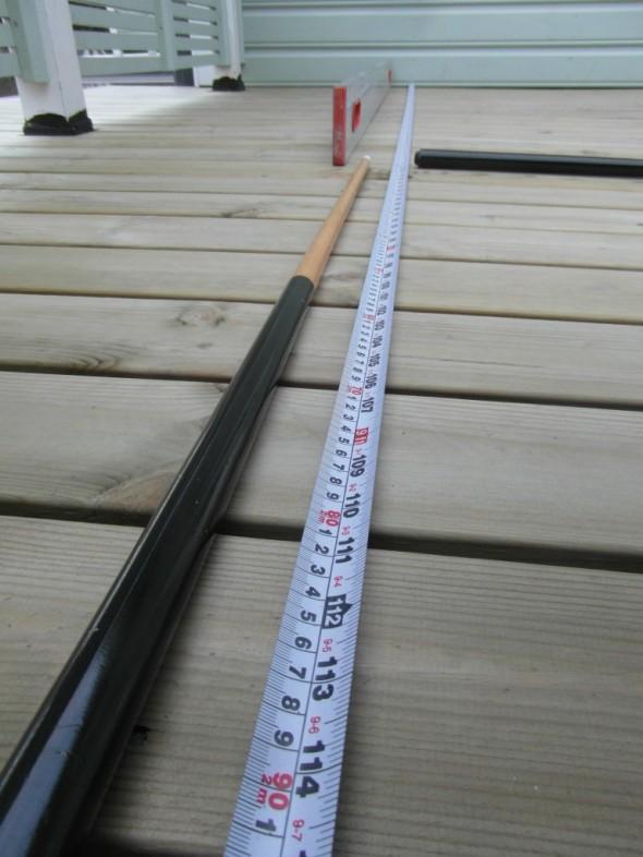 Rakennelman kokonaispituus (kukkalaatikko + penkki) olisi vähän vajaat 3 metriä. Siitä osuudesta kukkalaatikon osuus noin metrin verran.