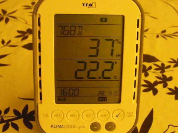 Antura nro6 = yläpohjan lämpötila & kosteus tänään klo 16:00. Yläpohjassa on melkoisen lämmintä - vaikka se on tuulettuva tila. Siellä on vissiin sama ilmiö kuin merikontissakin, joka on kesäisin kuuma sisältä. Ilmeisesti peltikaton allakin tulee kuuma kesäisin? Tiilikatosta en osaa sanoa? Se vissiin ei reagoi lämpötilojen muutoksiin niinkään herkästi? Joka tapauksessa - kaikki kunnossa. Ei liikaa kuumuus yläpohjassa kai mitään haittaa tee....?