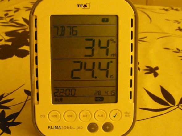 Mittari nro 7 = ylimmän kerroksen WC. On muuten aika lämmintä... Kosteusprosentit kuitenkin kohdallaan.