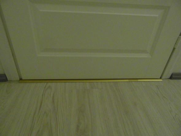 WC:n ovella metallilista peittää laminaatille jätetyn elämisraon.