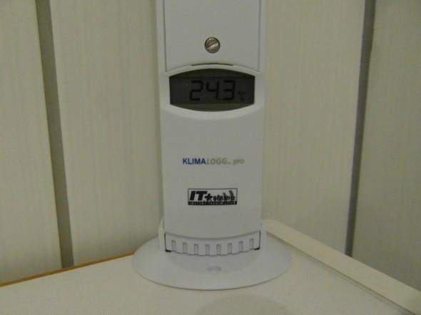 Lämpötila & kosteusanturi ylä-WC:ssä. Lämpötila katseluhetkellä +24,3C.