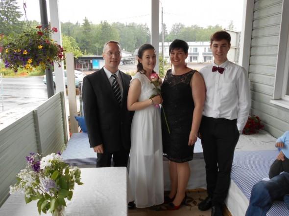 Juhannus 2015 ja Monikan rippijuhlat. En ole enää meidän perheessä pisin, sillä rakentamisen aikana lapsetkin kasvavat.