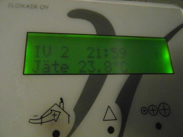 Talosta ulos puhallettavan jäteilman lämpötila on 23,8C - eli useita asteita lämpimämpää mitä on ulkoilman lämpötila tällä hetkellä.