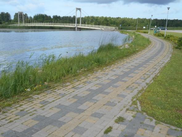 Roosisaaren (suomeksi Ruususaaren) silta.