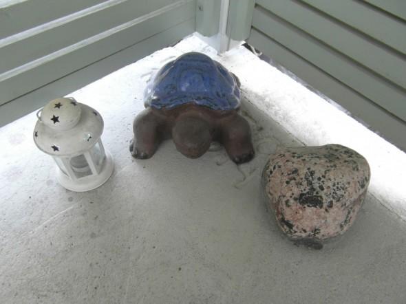 Signeeraus on tavallisesti kilpikonnan alla vähän piilossa.