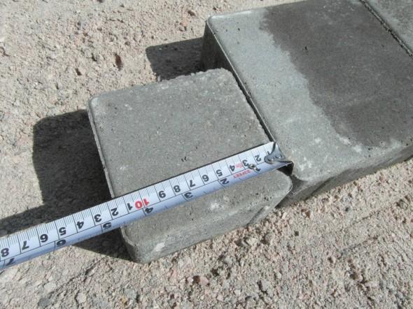 Pienin kivi on kooltaan 11,5 x 11,5 cm. Pienellä hiekkaraolla lisättynä voi laskea 12 x 12 cm.